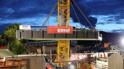 ERNE versetzt in 40 h eine 250 Tonnen SBB-Brücke in Bad Zurzach