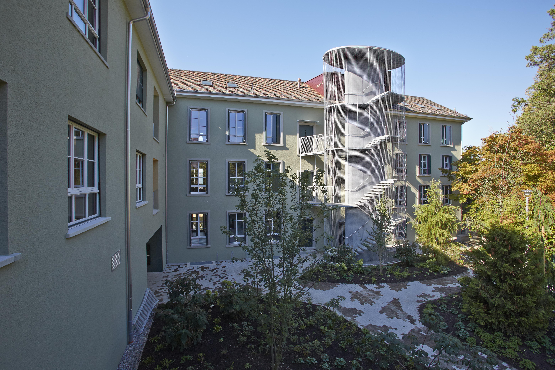 Wohngebäude mit gesichertem Treppenhaus ausserhalb des Gebäudes