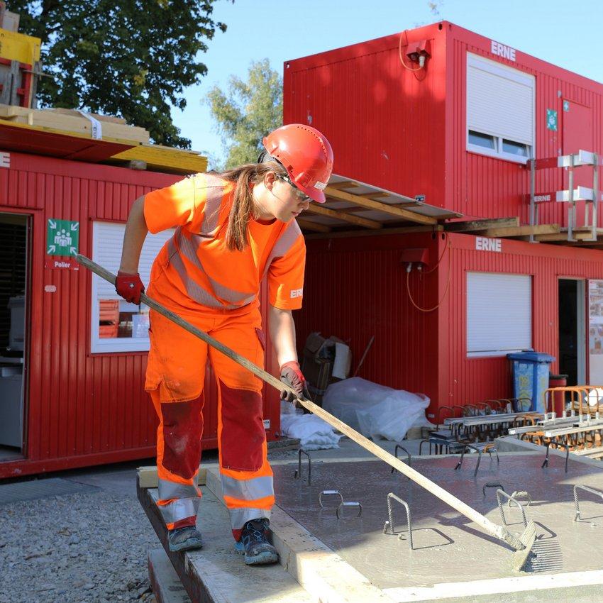Neubau Betonelement Hochbauzeichner-Praktikantin