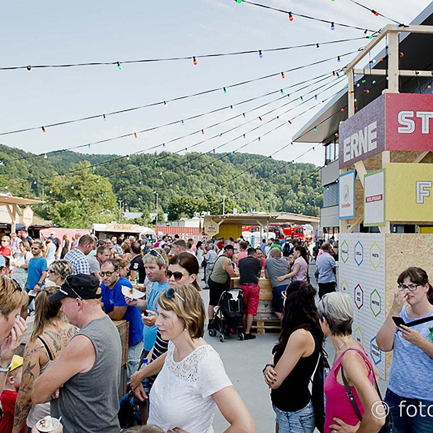 111 Jahre ERNE - am ERNE-Festival 2017 vergnügten sich über 6000 Besucher mit Musik, Streetfood-Meile und vielen Attraktionen für Gross und Klein.