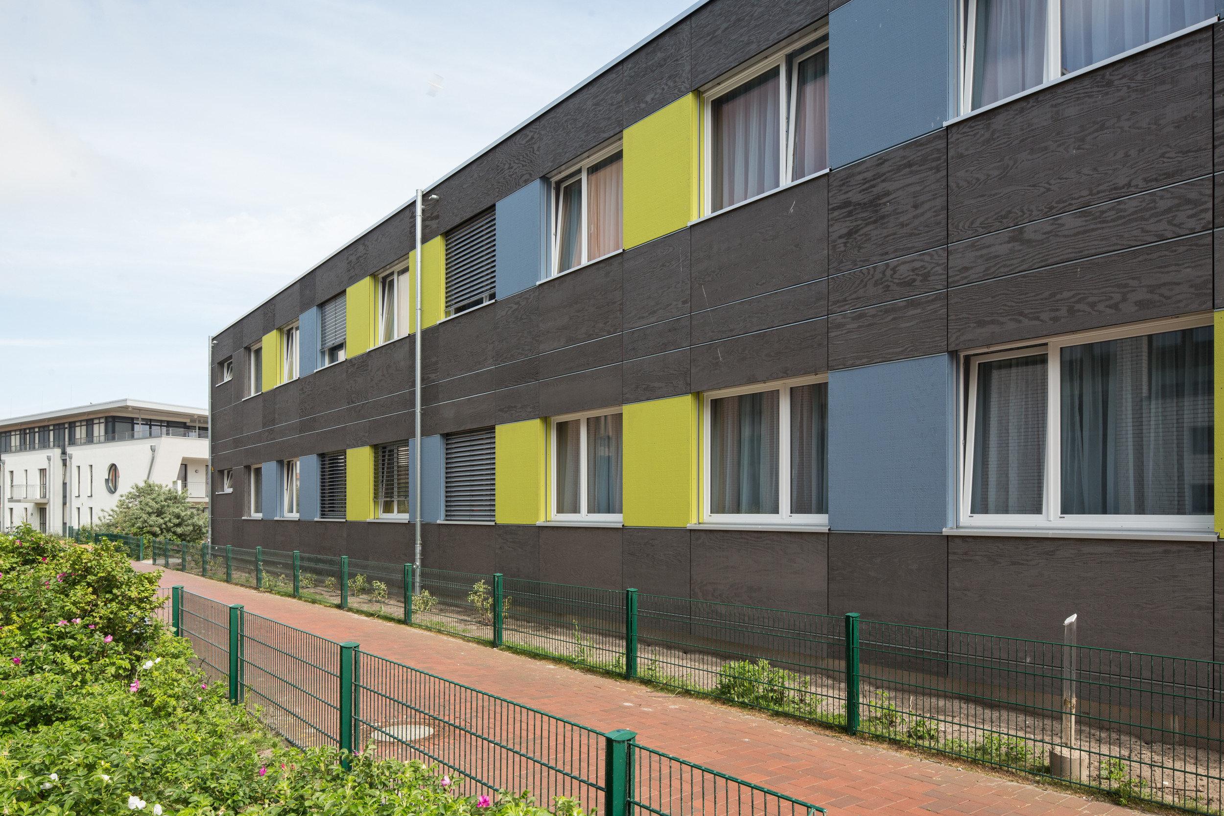 Doppelflügelfenster in gleichmässiger Anordnung bei Modulbau