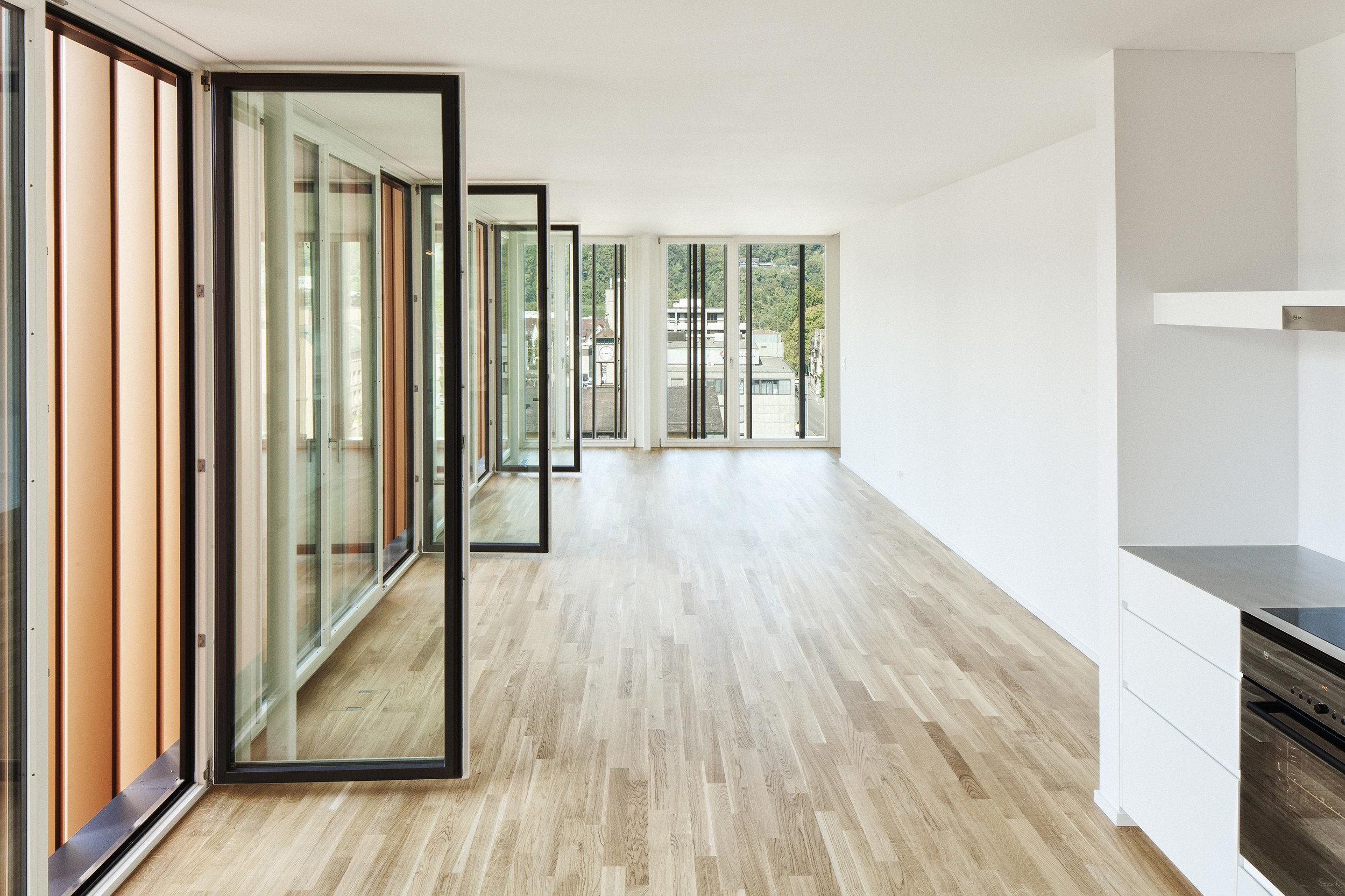 Einflügelfenster zum öffnen in Holz-Metallkonstruktion von innen