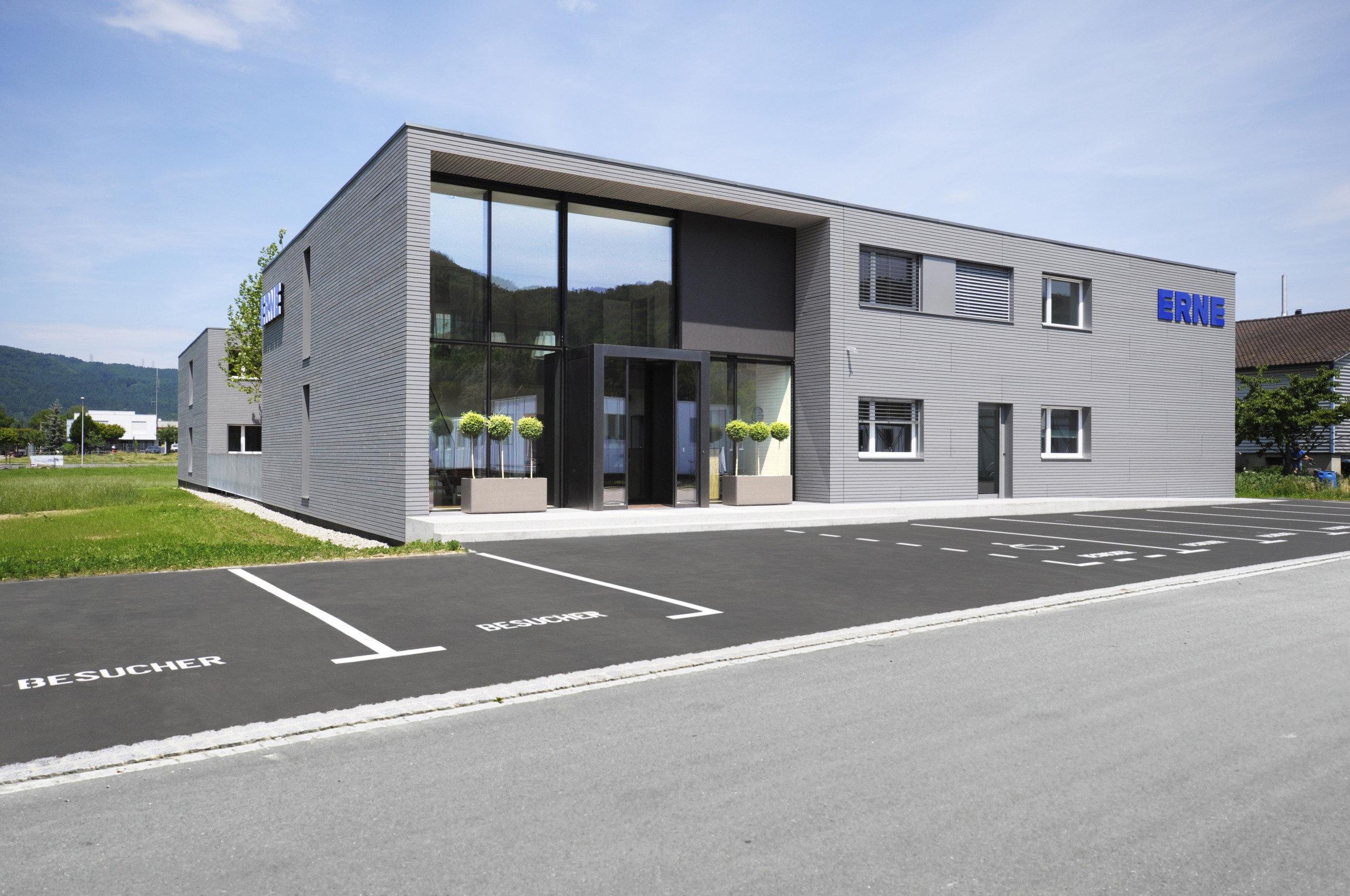 Bürogebäude in Modulbauweise mit Holzfassade