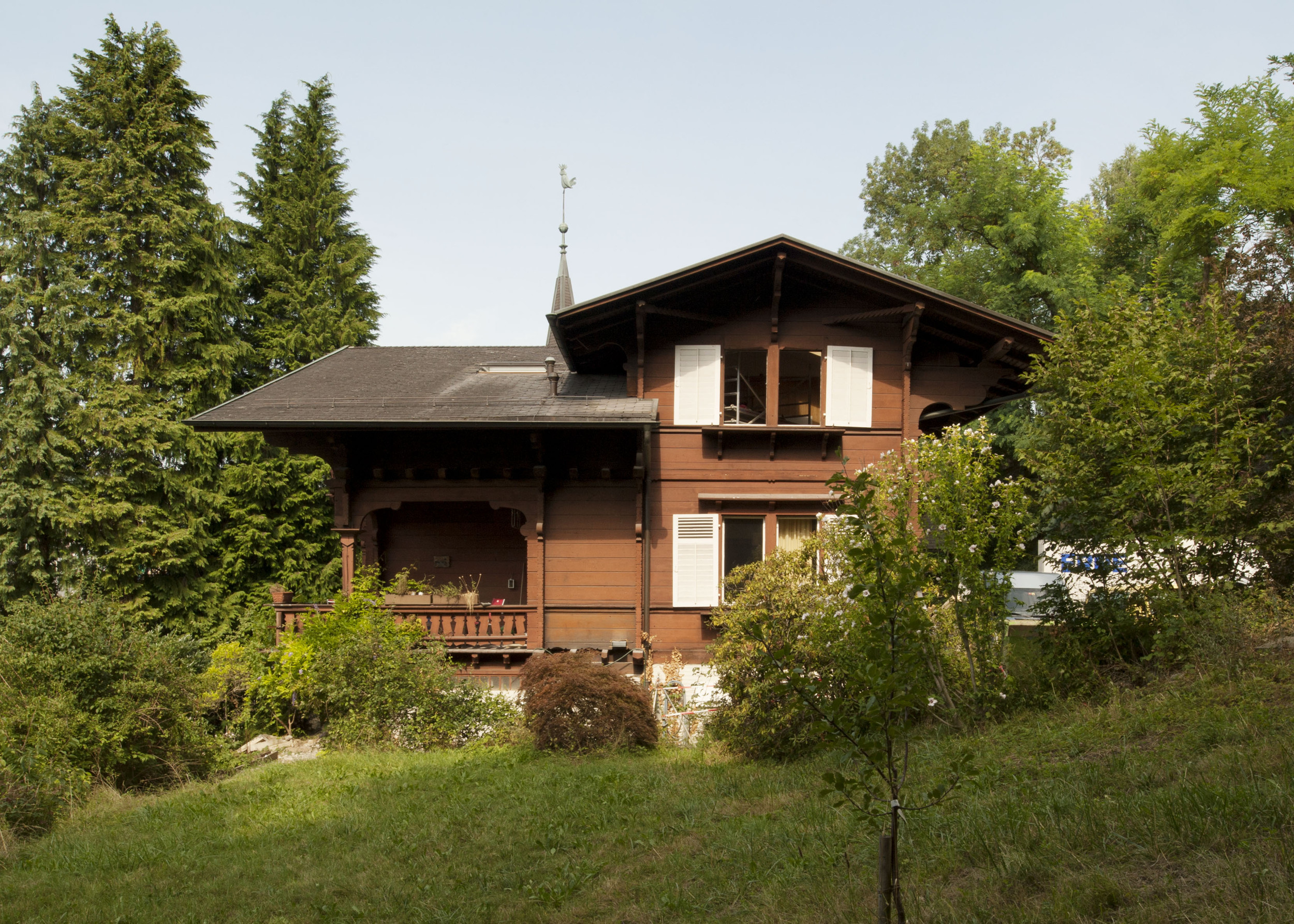 2-geschossiges unter Denkmalschutz stehendes Waldhaus aus Holz