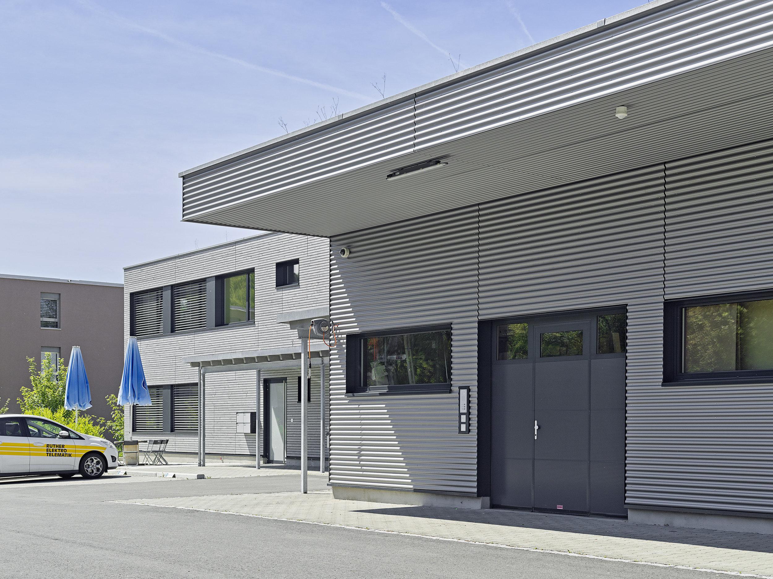 Bürogebäude von aussen mit Geschossdecke in Holz-Beton-Verbund