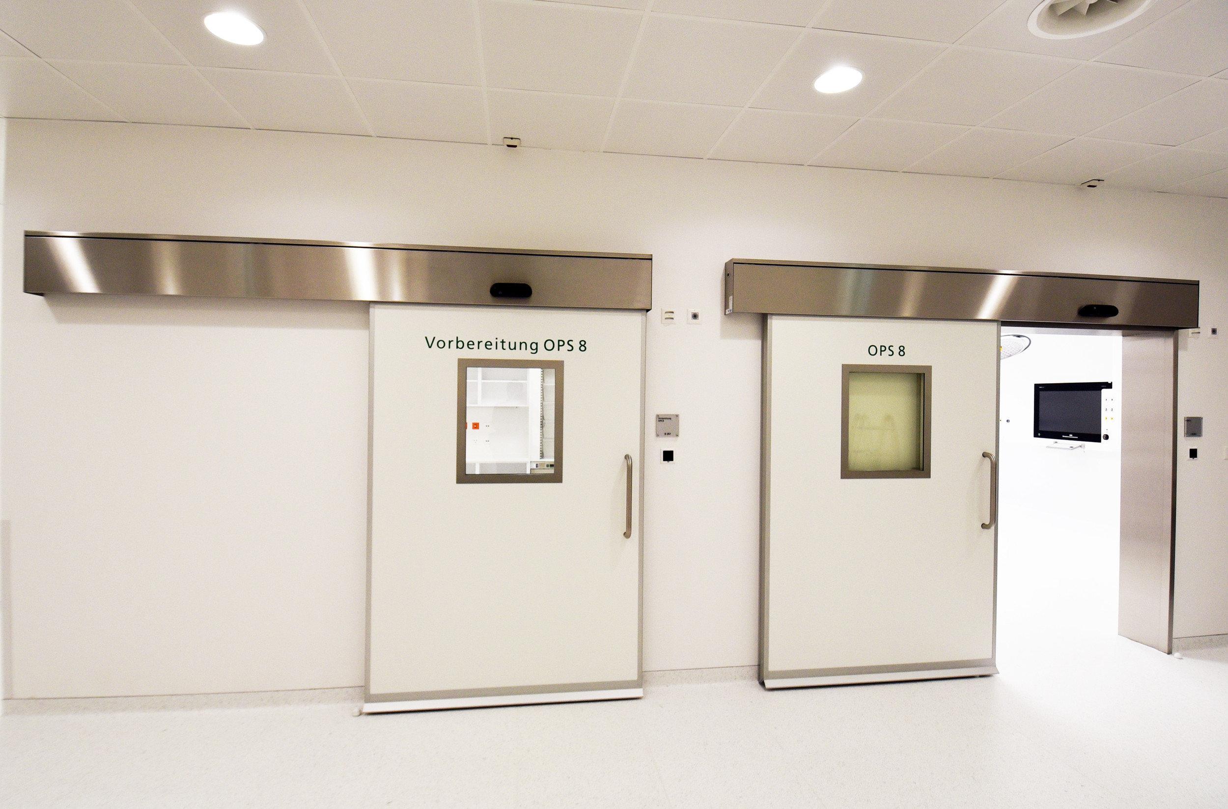 2 Hebe-Schiebetüren für Operationssäle