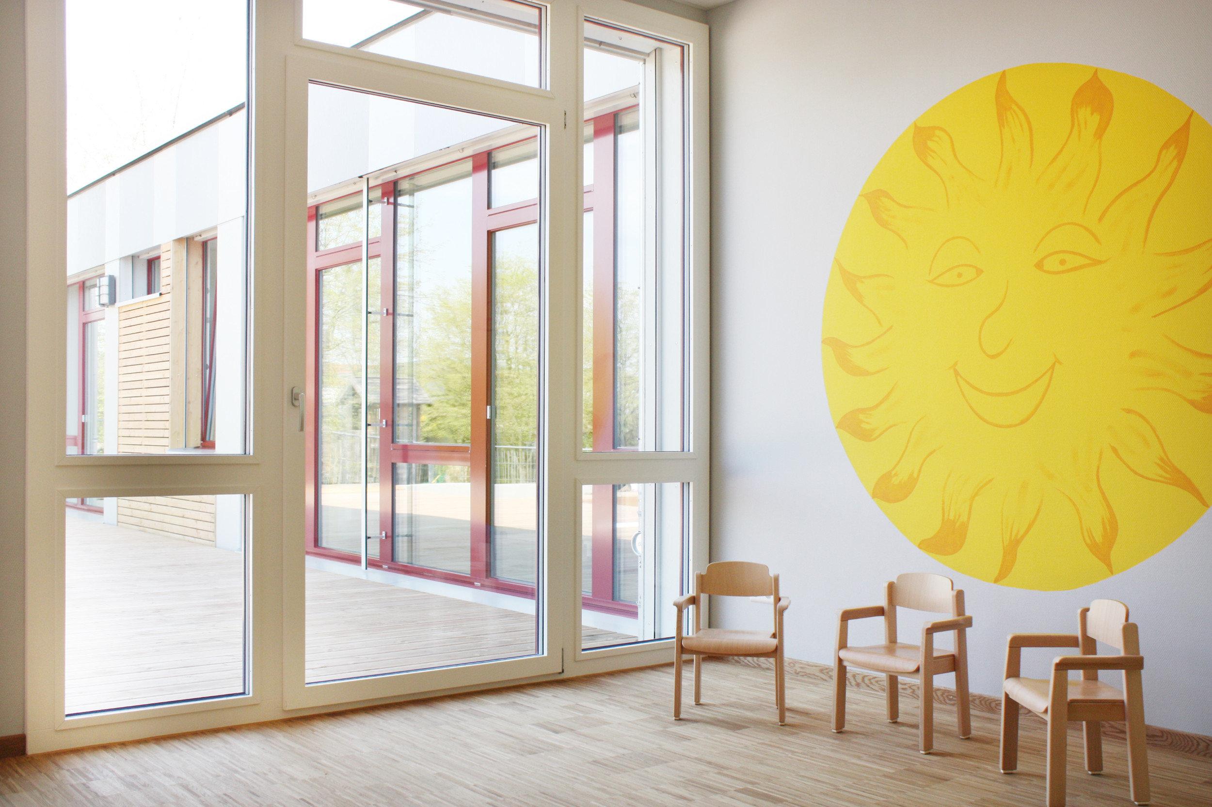 2 mehrteilige Fensterelemente mit feststehenden Teilen