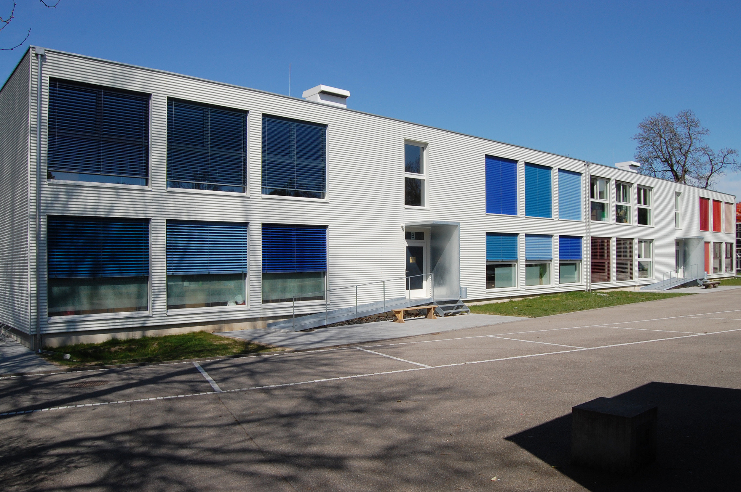 Temporäre Schulbaute bestehend aus 108 Module