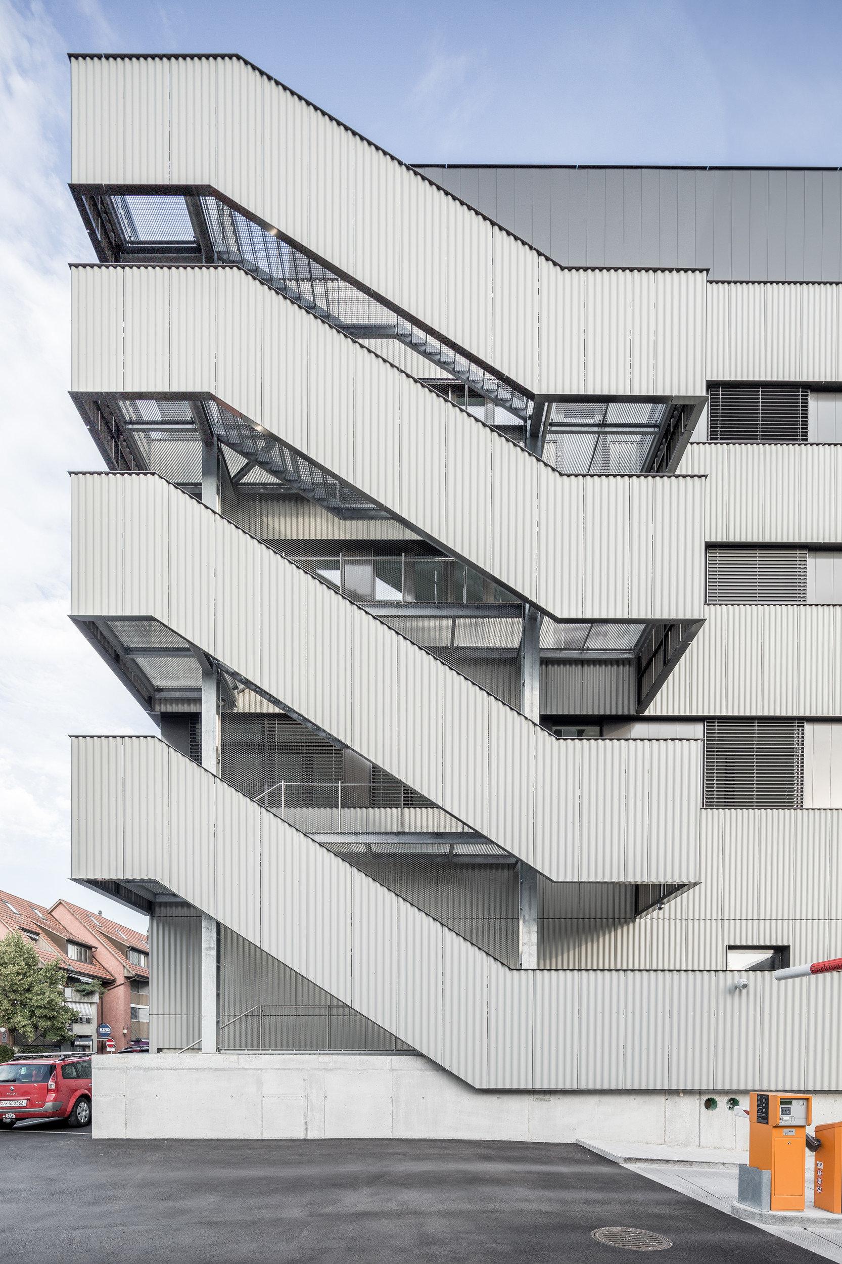 gleichmässige Treppenkonstruktion für aussen für 4 Stockwerke