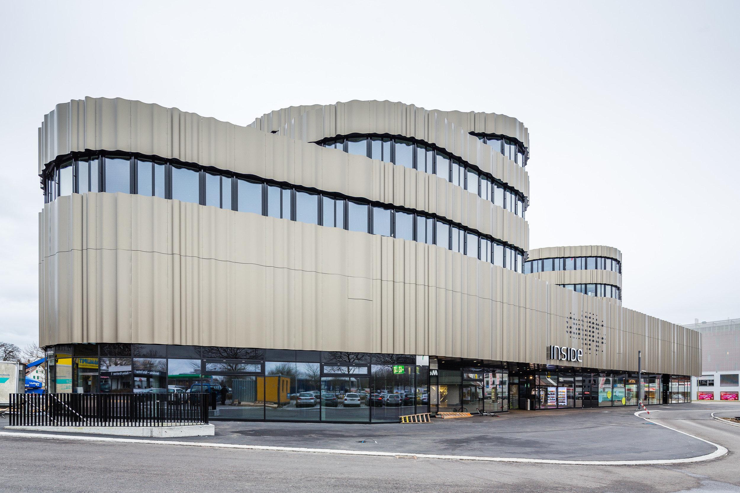 5-geschossiges Gebäude mit geschwungener Gebäudeform