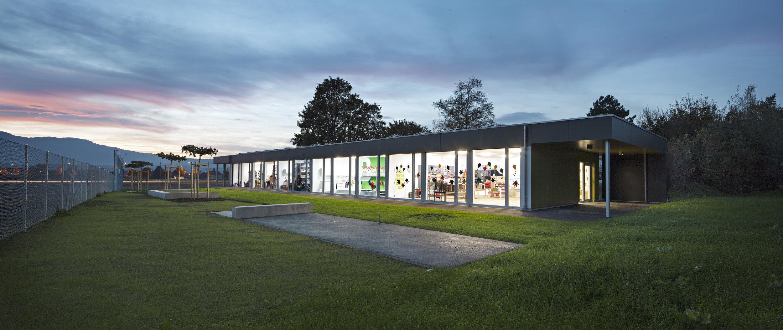 1-geschossiger Kindergarten in Systembauweise mit Fensterfassade