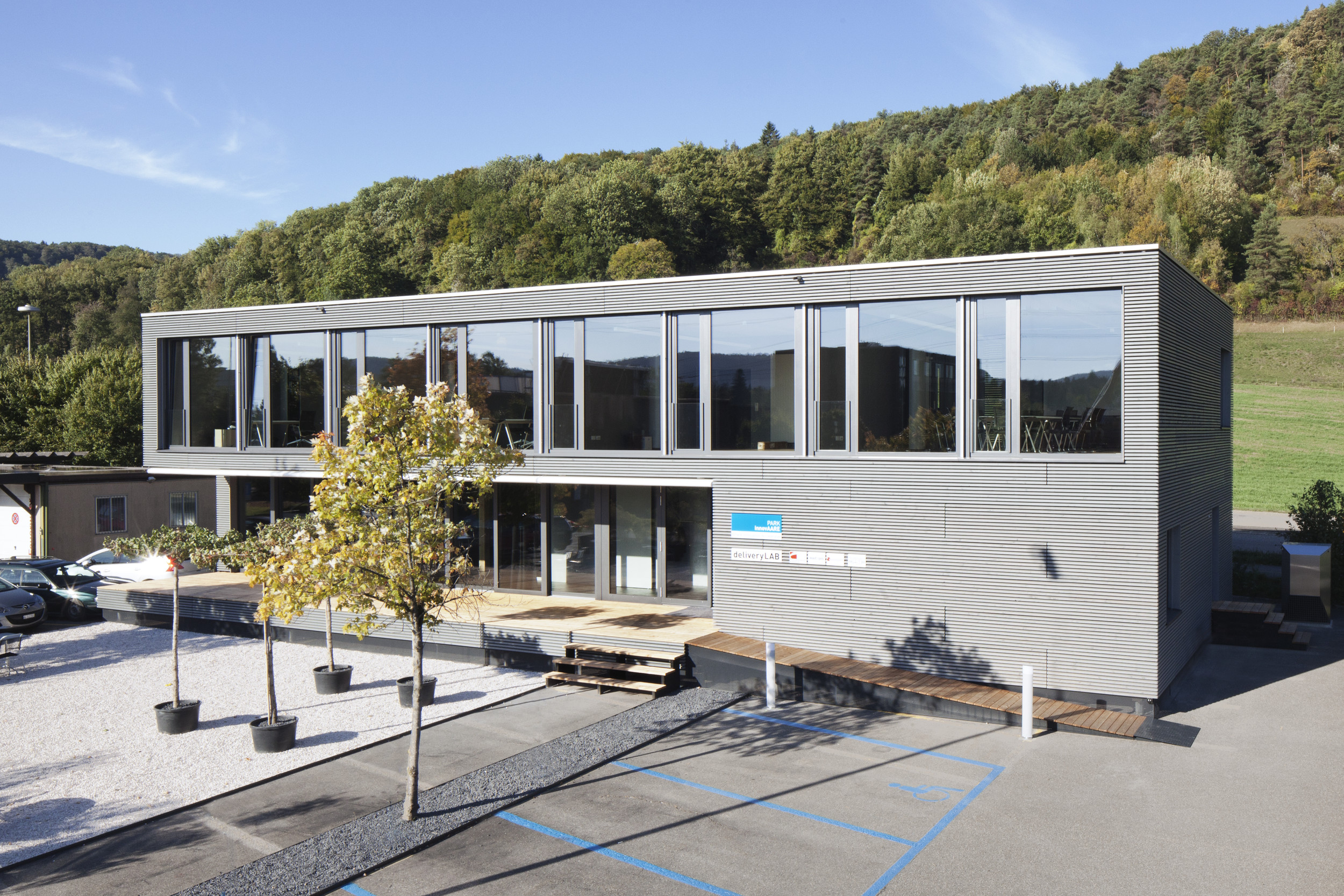 2-geschossiger Infopavillon in Holz-Elementbauweise
