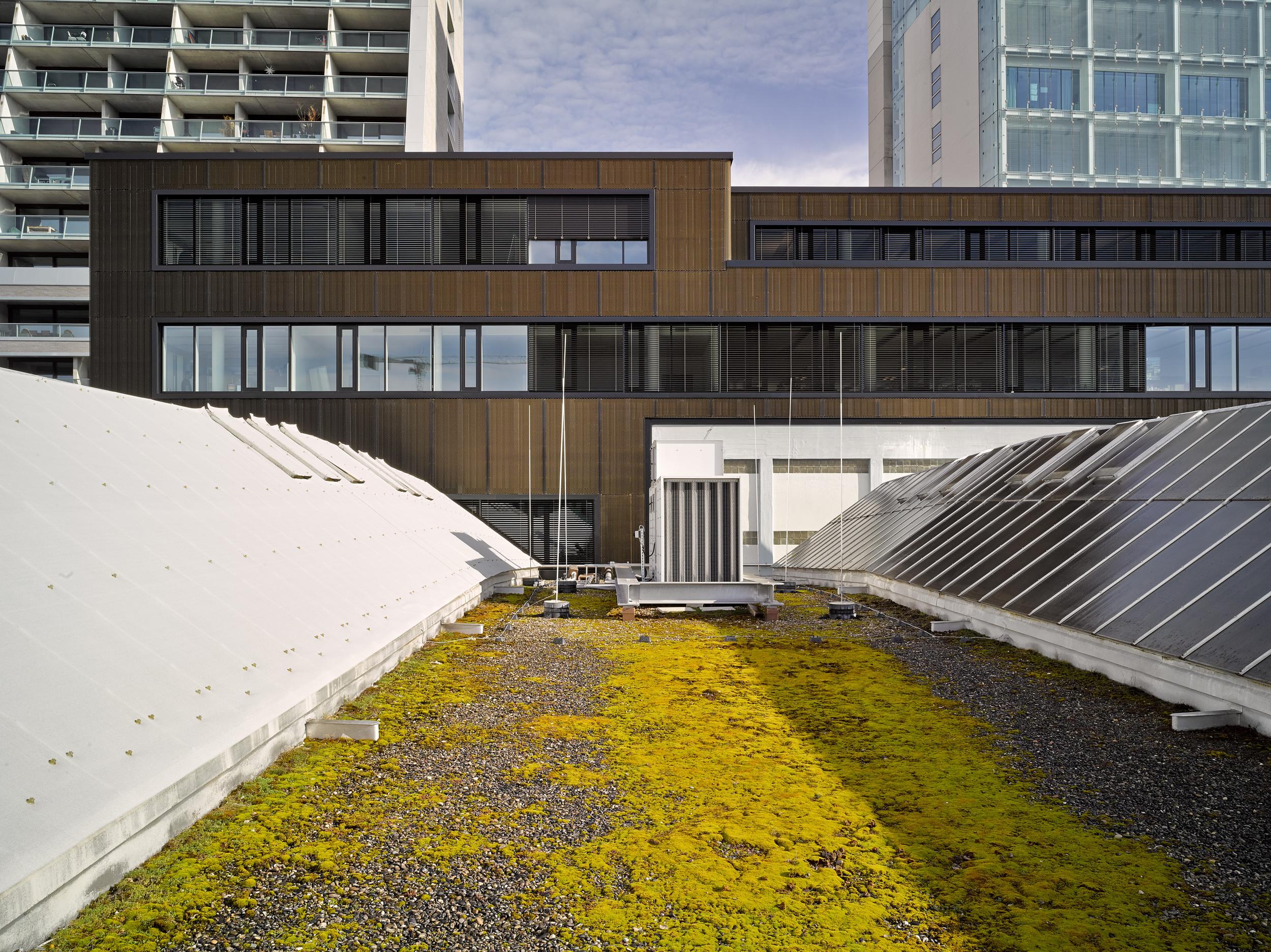 mehrstöckiges Magazingebäude mit gleich grossen Fensterelementen