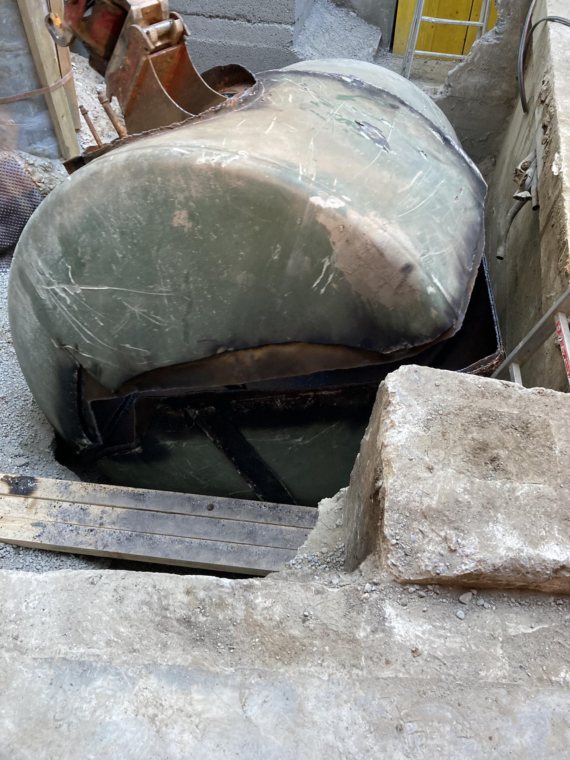 Umbau und Schadstoffsanierung Basel im Gundeli - Ausbau des Tanks im Innenhof
