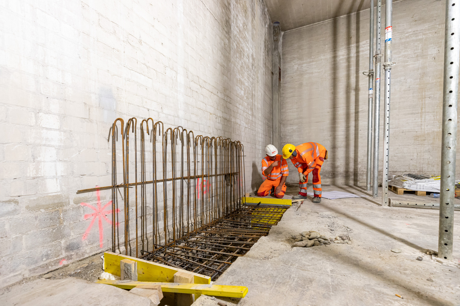 Umbau und Schadstoffsanierung Basel im Gundeli - Fundamentverstärkung für einhäuptige Betonwände