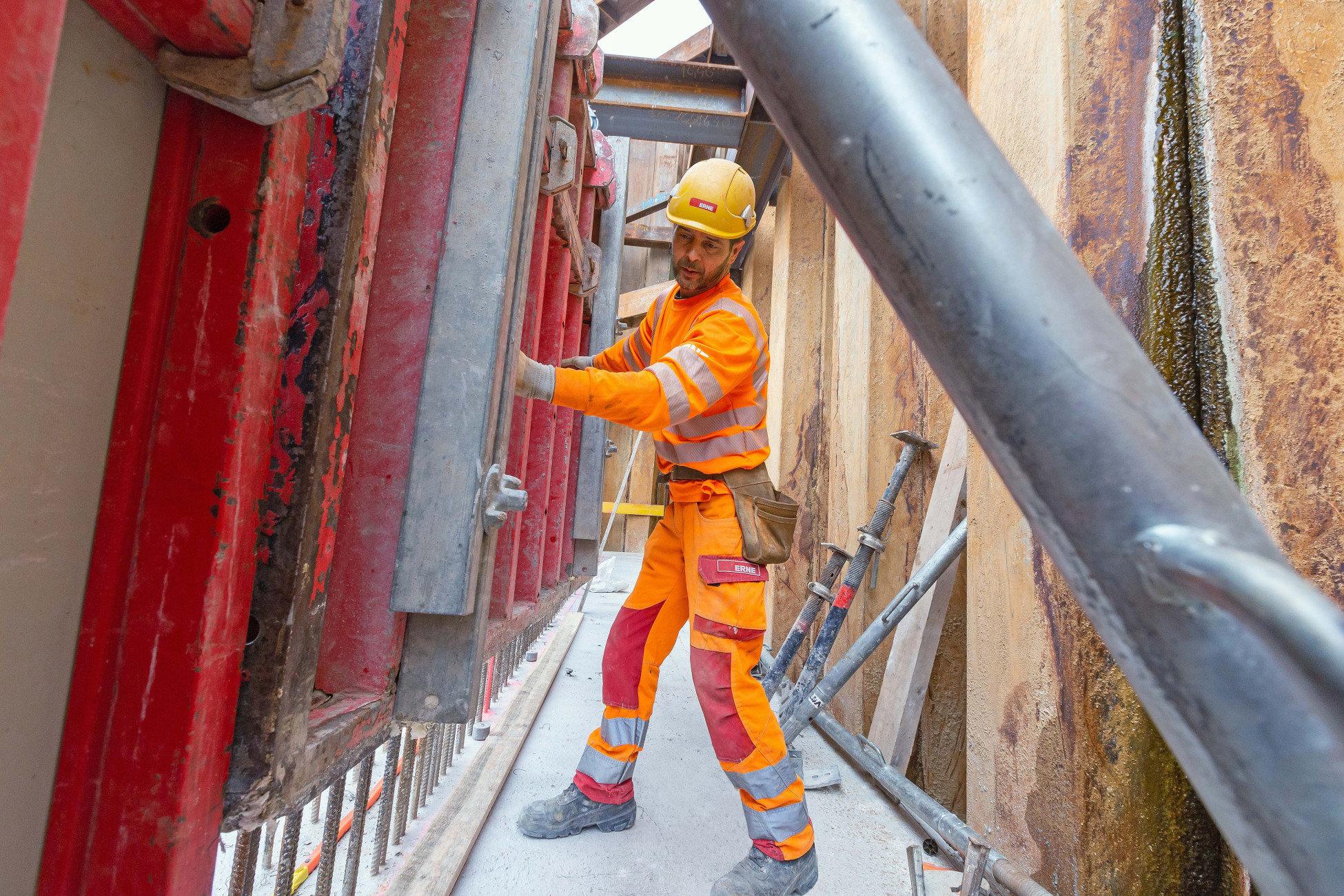 Neubau ARA Liestal anbringen der Schalung