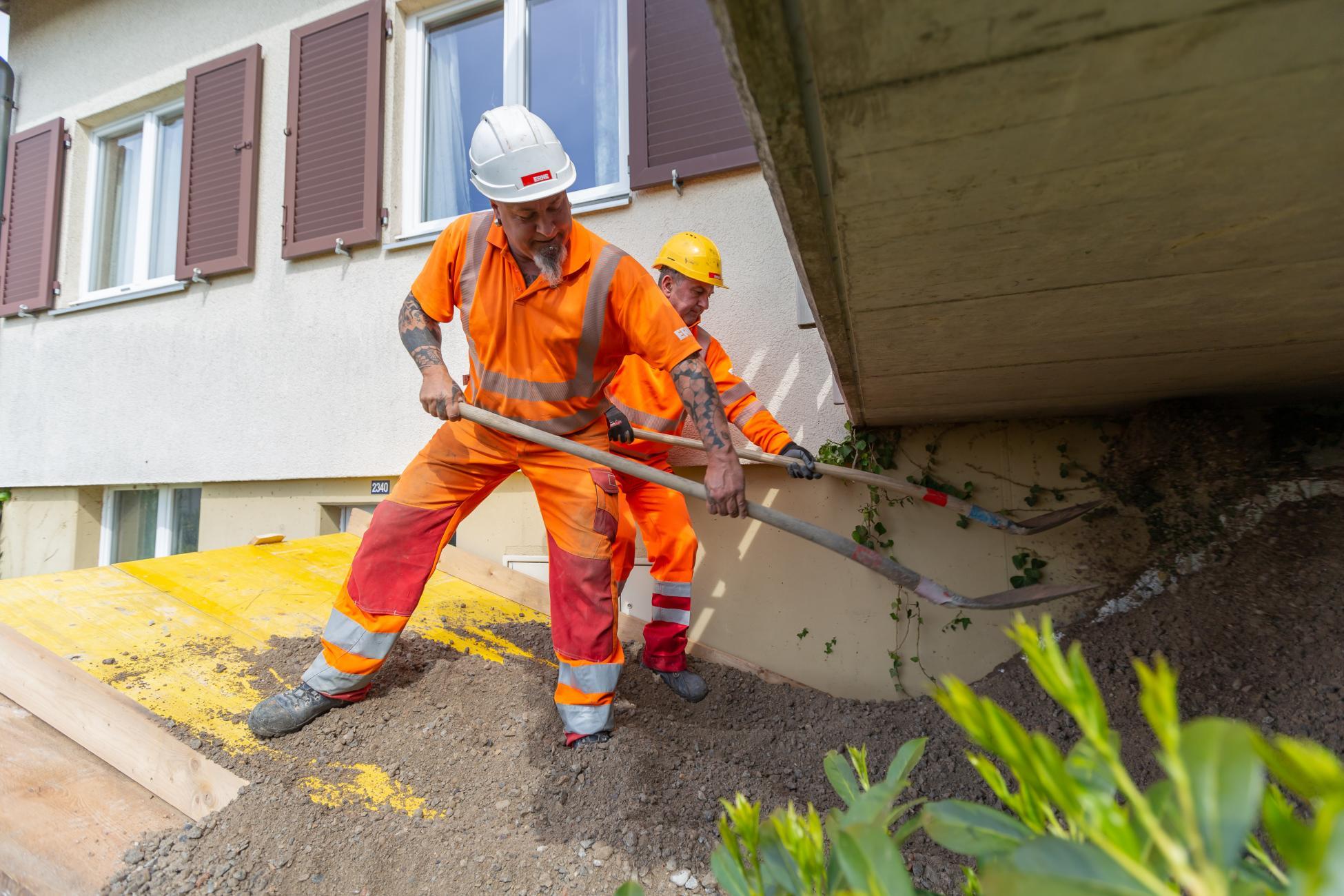 Brugg Wasserleitungsbruch Material einfüllen