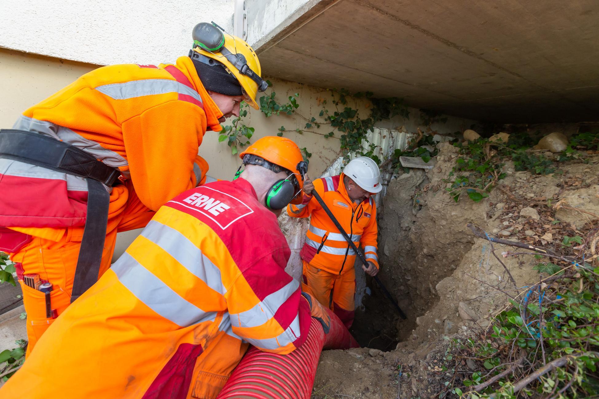 Brugg Wasserleitungsbruch Material absaugen