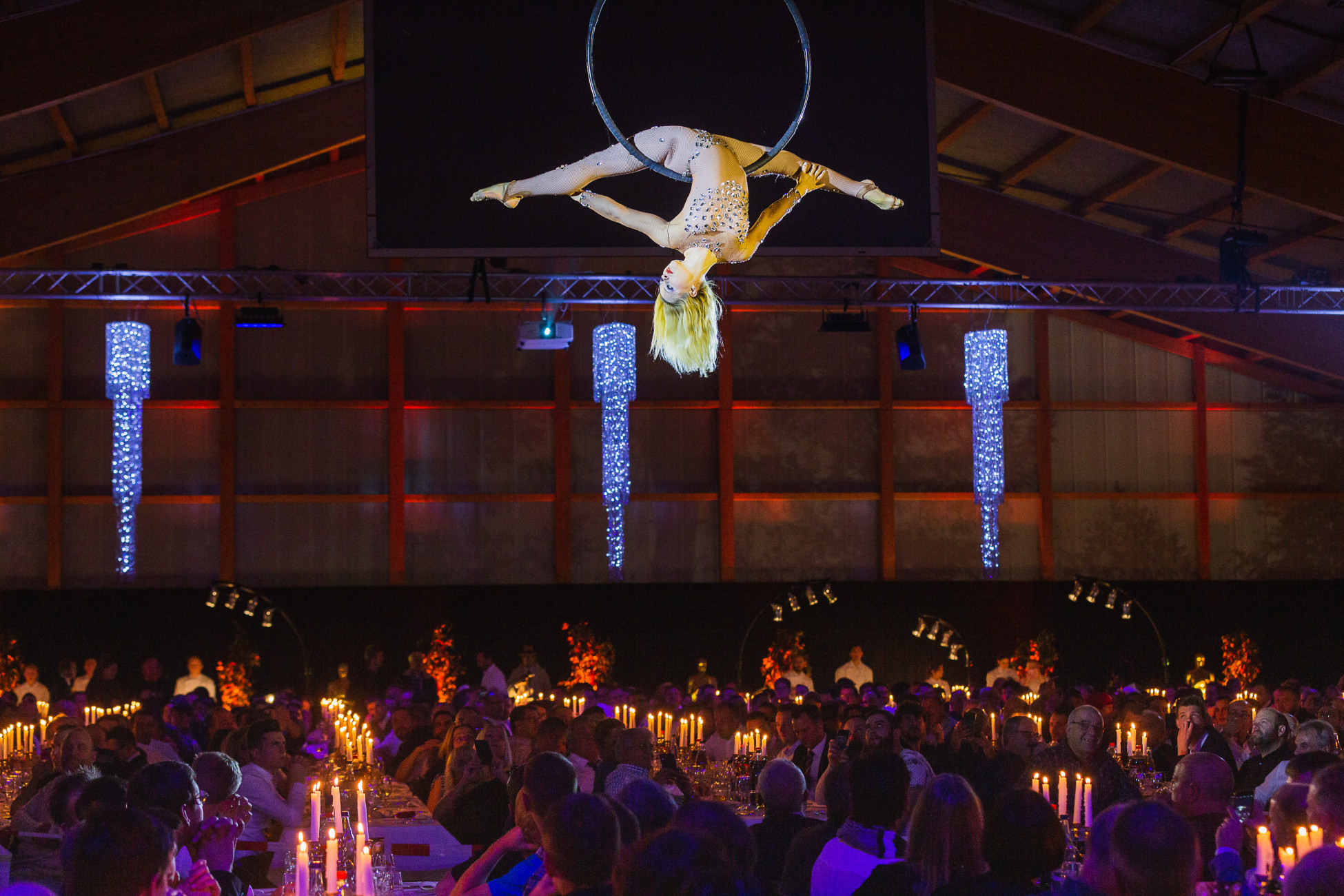 Atemberaubende Akrobatik am Ring - Natalia Macauley
