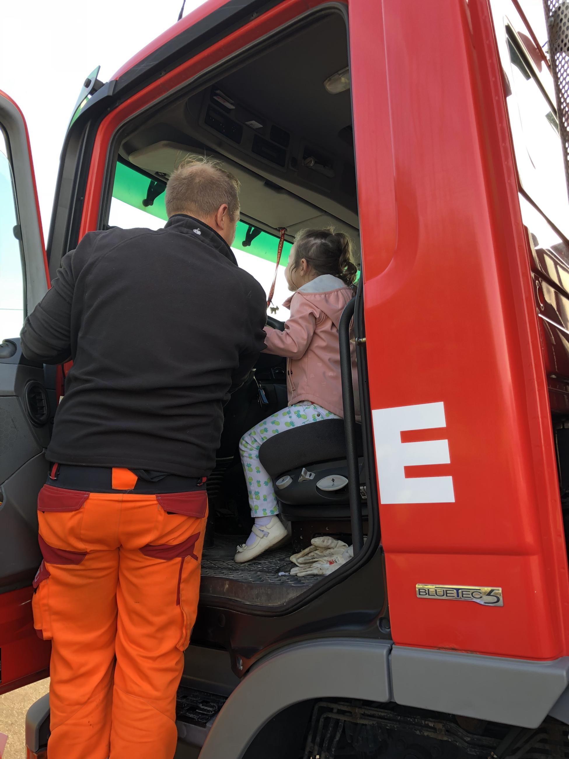 Aufklärung über die Gefahren eines LKWs im Strassenverkehr