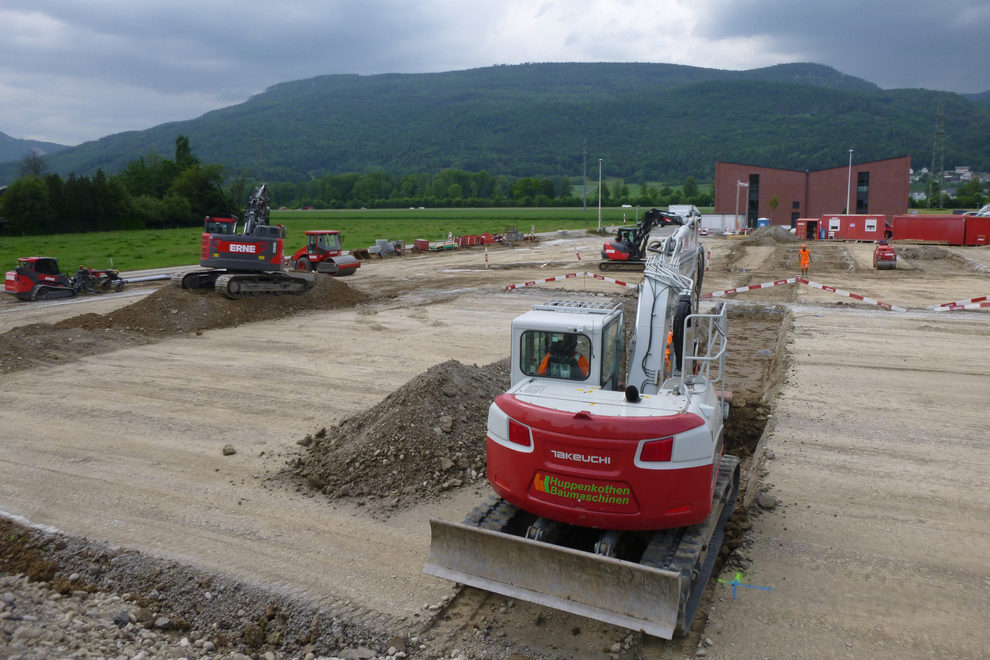 Tiefbau Baggerarbeiten Neubau Dallmayr