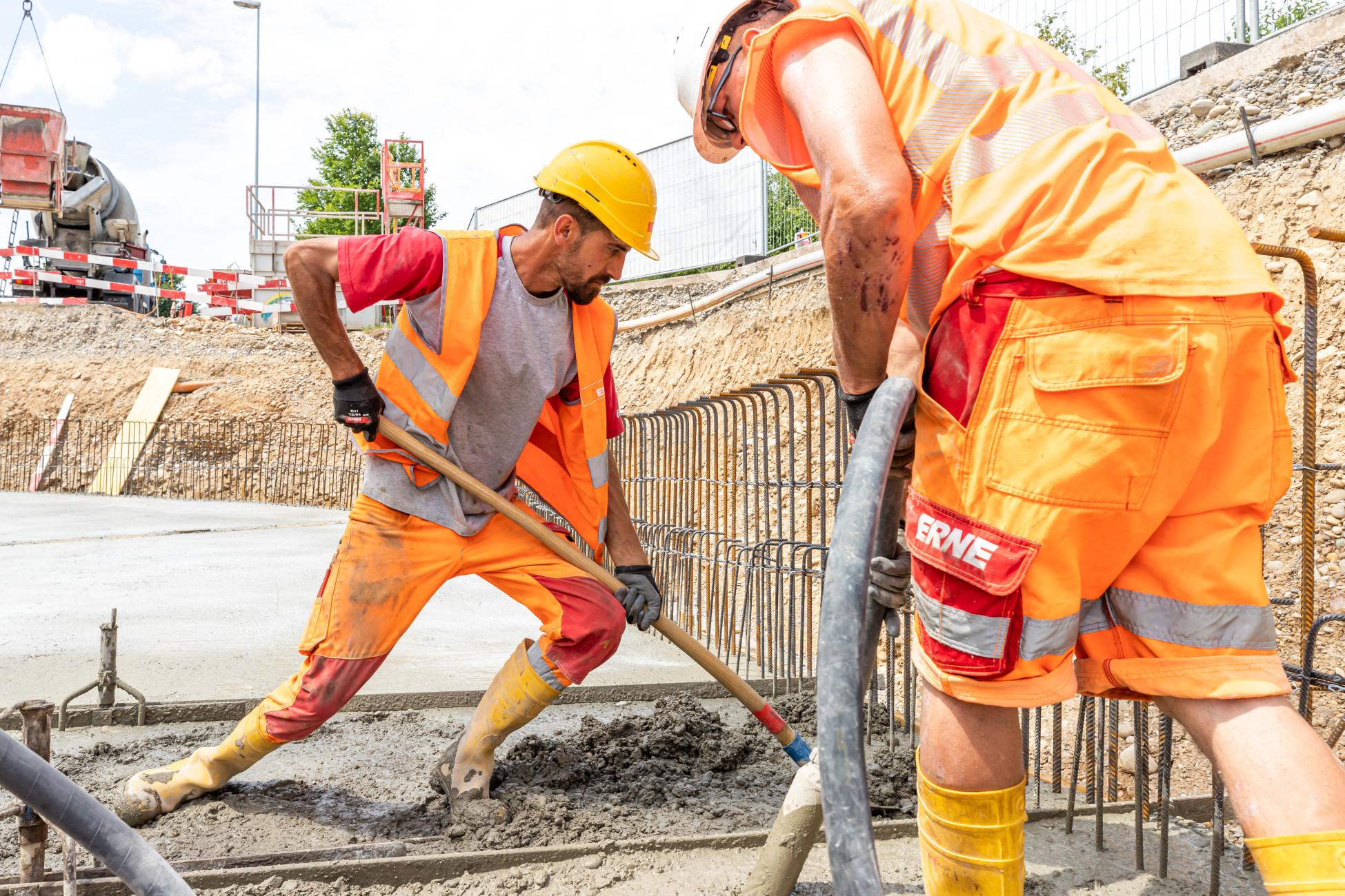 Totalunternehmer Kaiseraugst Neubau Rad- und Gehweg betonieren Bodenplatte