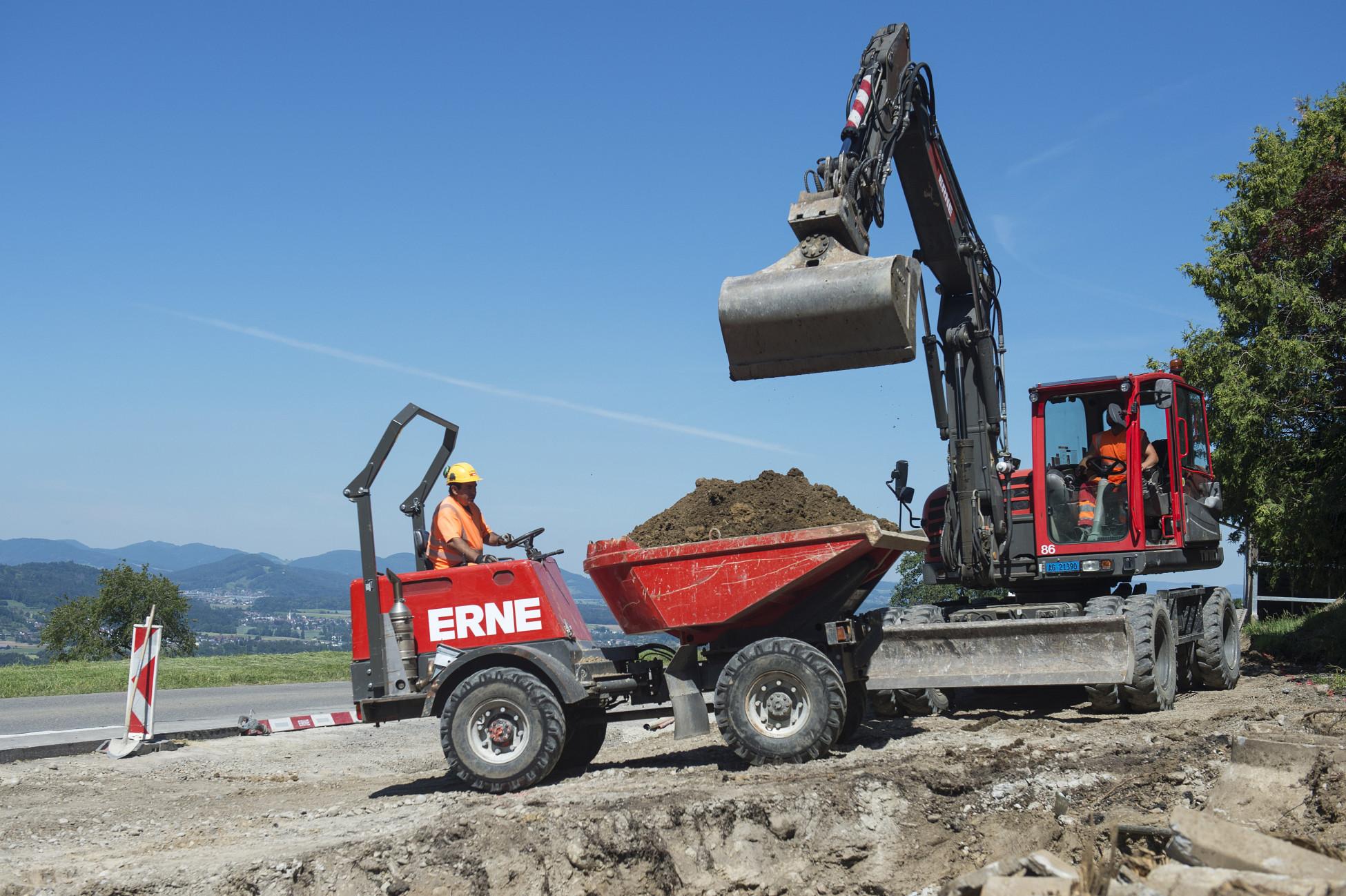 Totalunternehmerauftrag Strassensanierung Bellikon K411 Erde abtragen