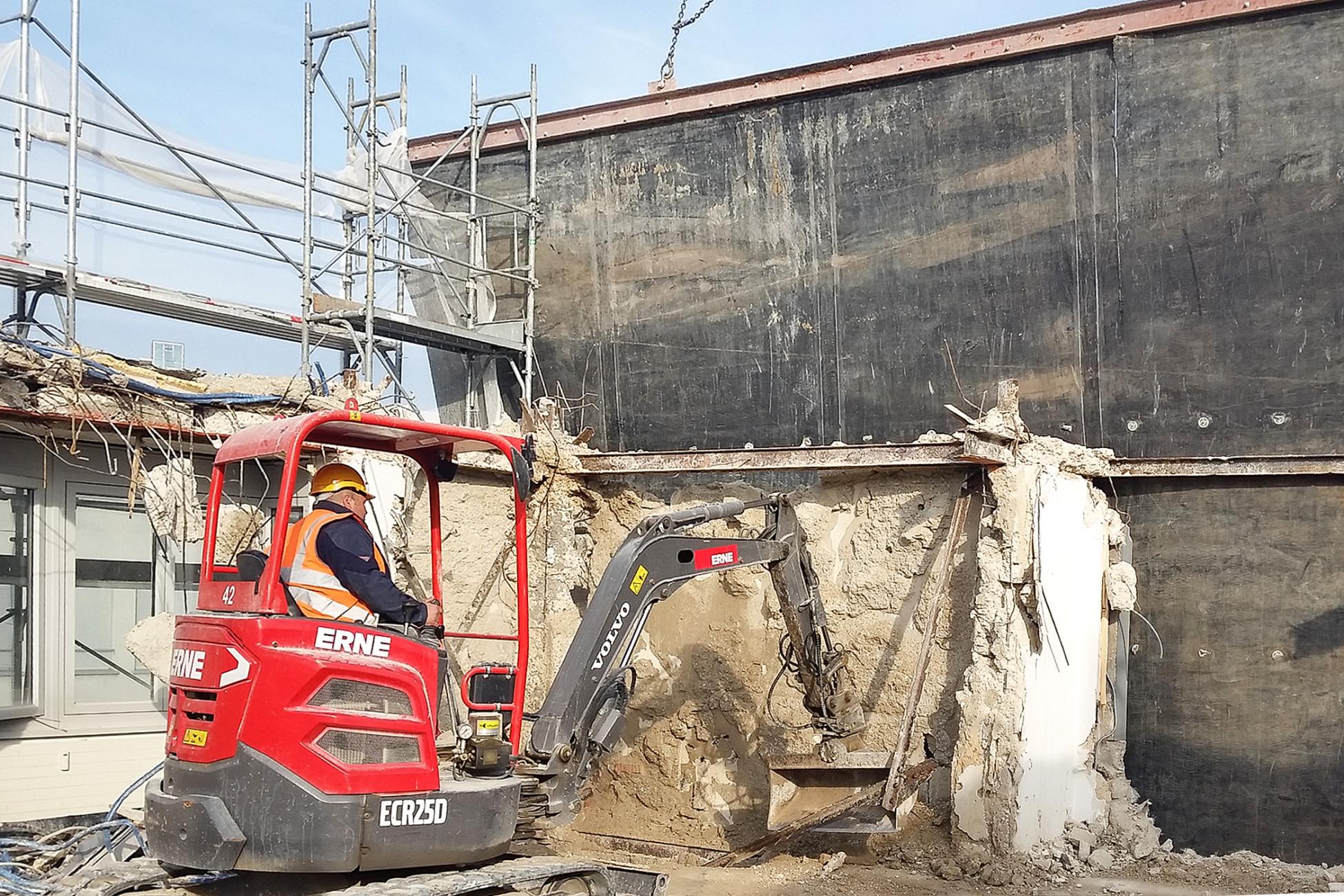 Rückbau Spiegelgasse: Mit ERNE Bagger am Werk