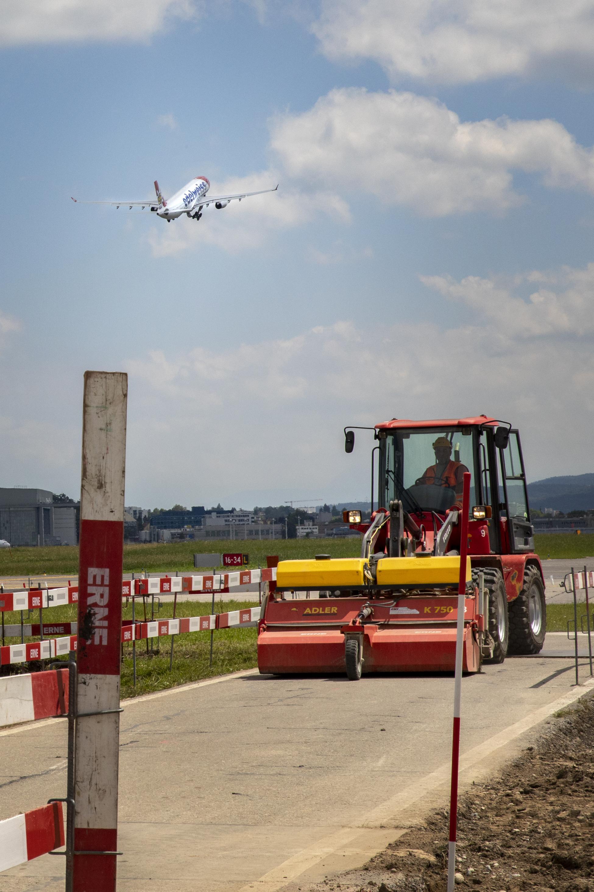 Zuerich Flughafen Strassenbau