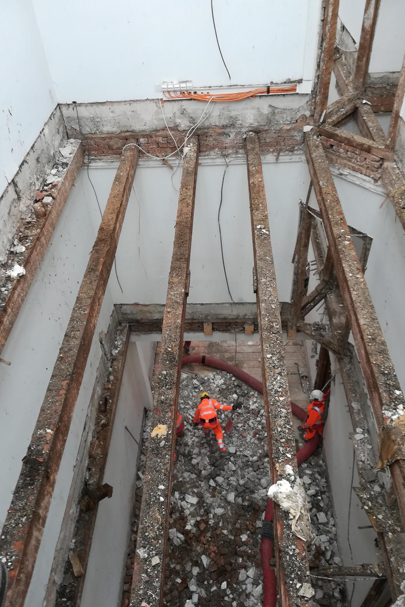 Entkernung des Gebäudes 27