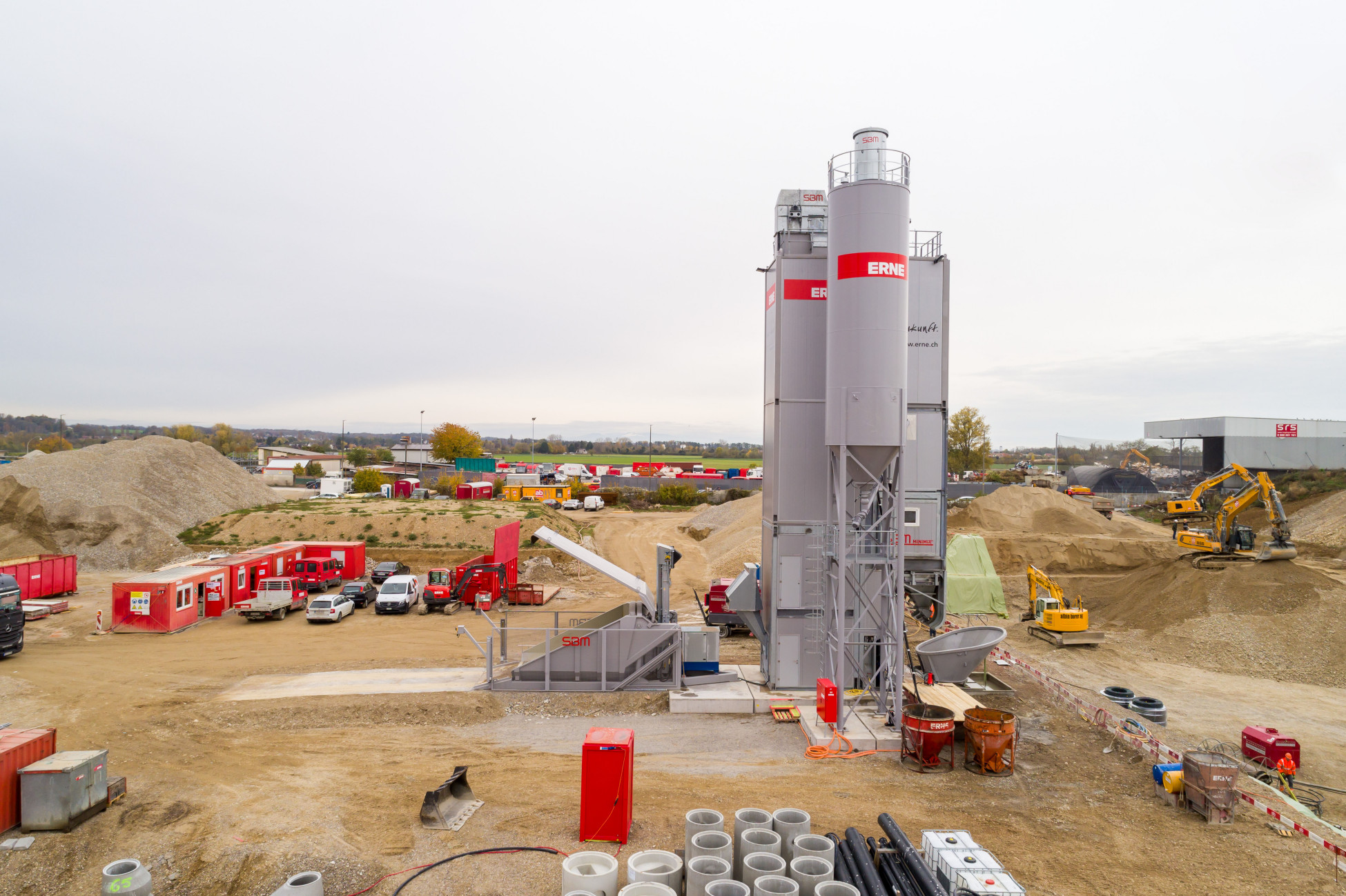 Maschinenpark mobile Betonanlage Allschwil Neubau GRID
