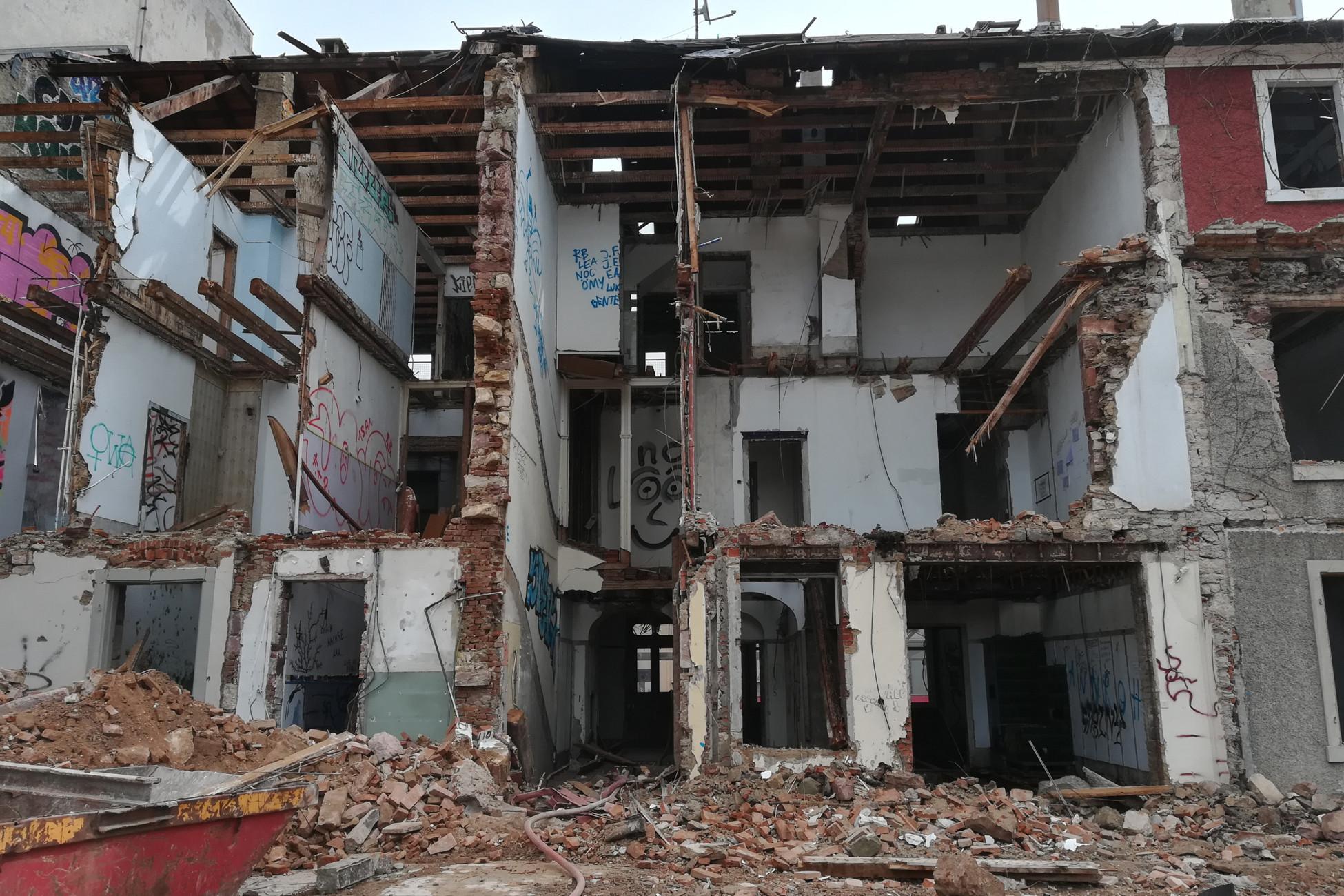 Rückbau des entkernten Gebäudes Nr. 30-36