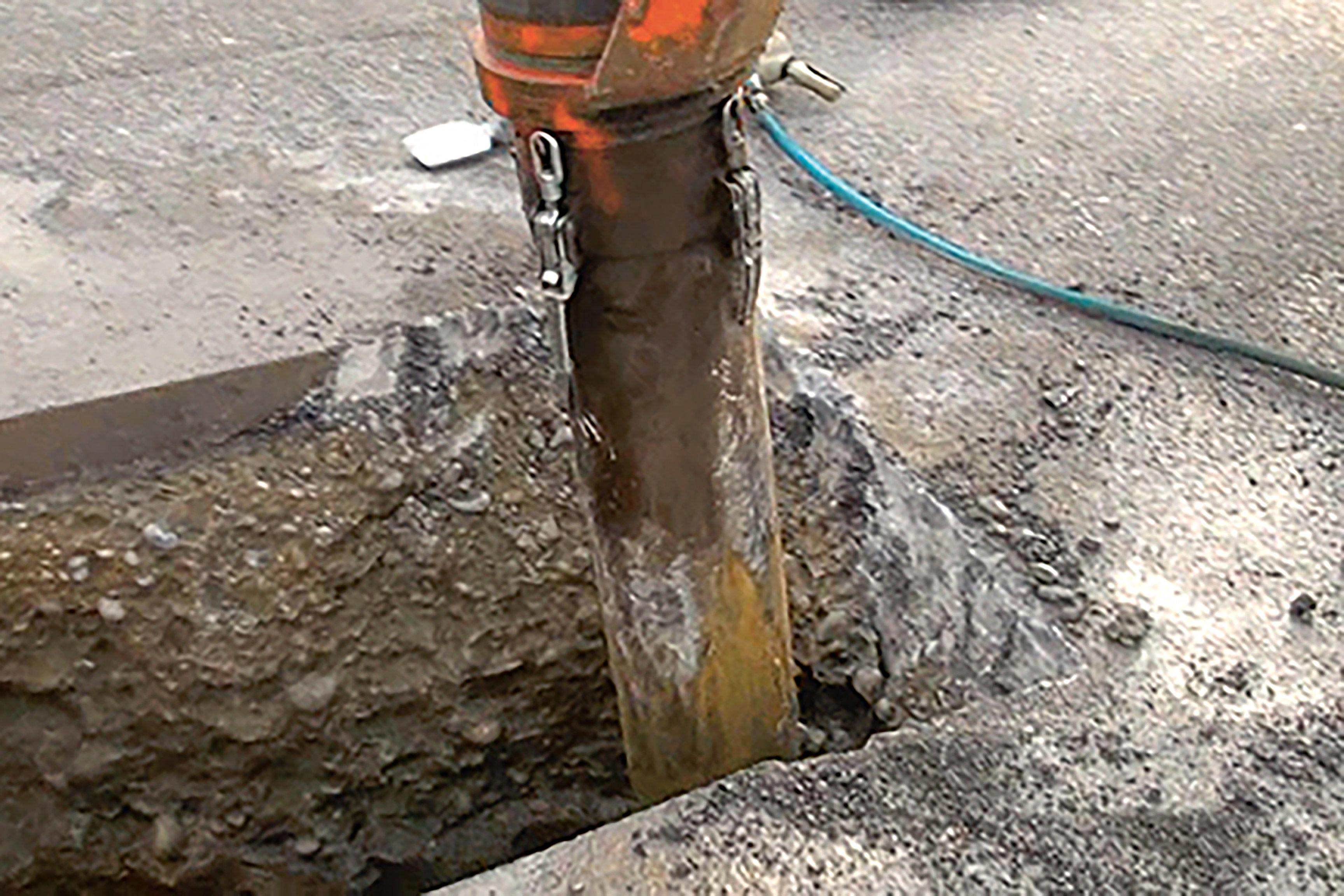 Saugbagger Arbeiten bei einem Rohrbruch