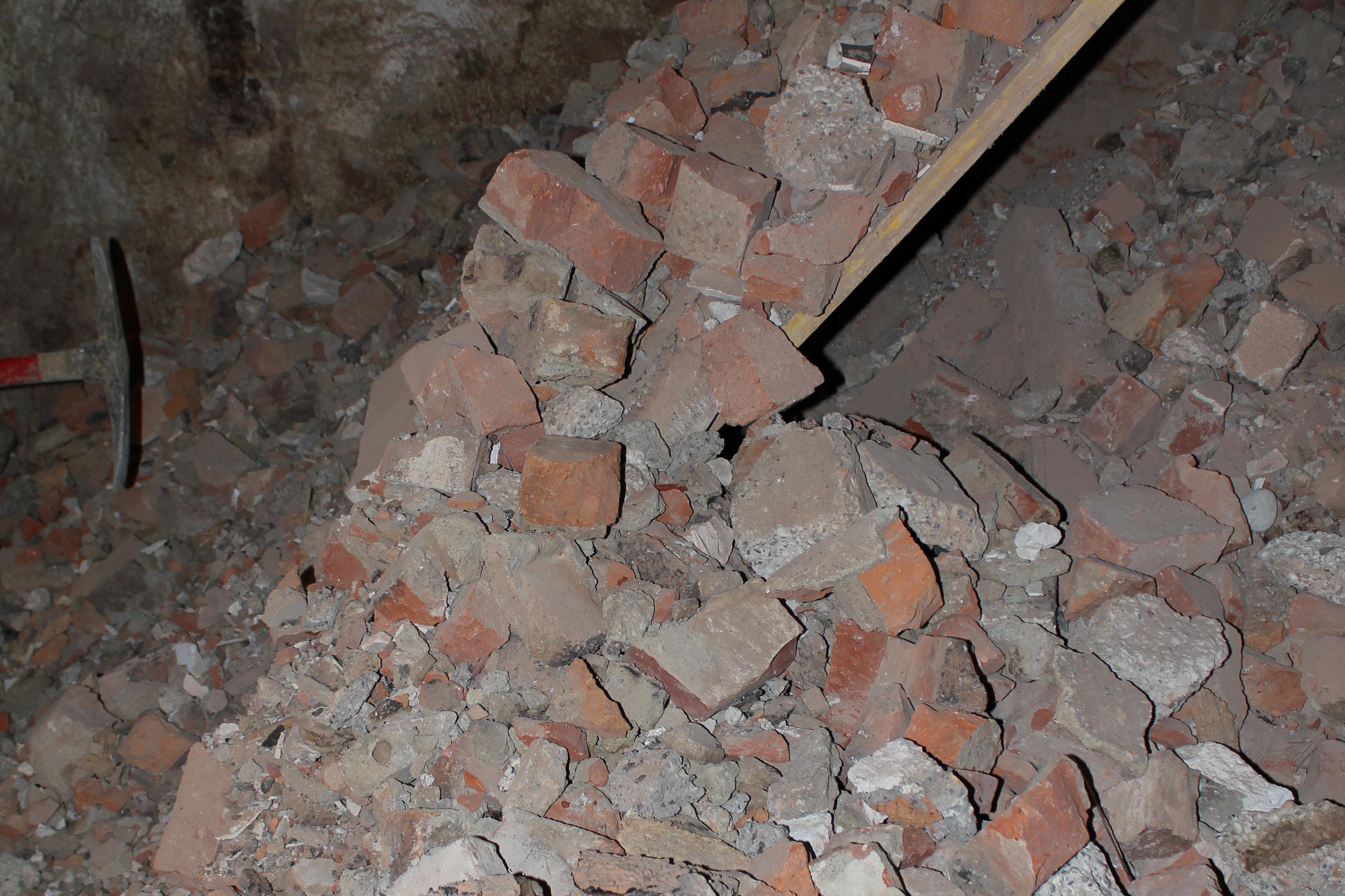 Saugbagger Baustelle, Bauschutt für den Saugbagger