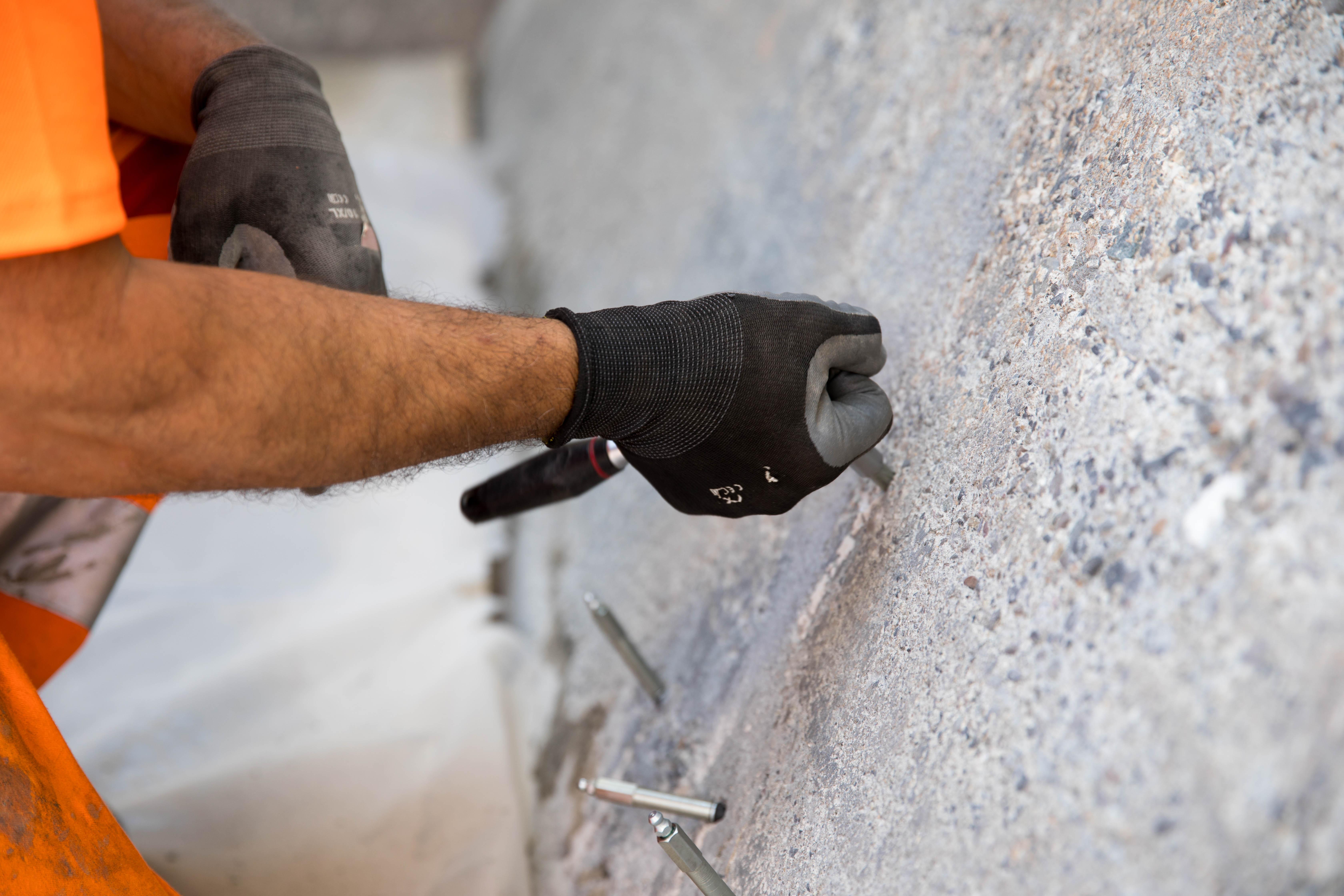 ERNE schützt Ihr Bauwerk zuverlässig vor Erschütterung, Feuer und anderen Umwelteinflüssen – mit Bauwerksverstärkungen und Oberflächenbehandlungen.