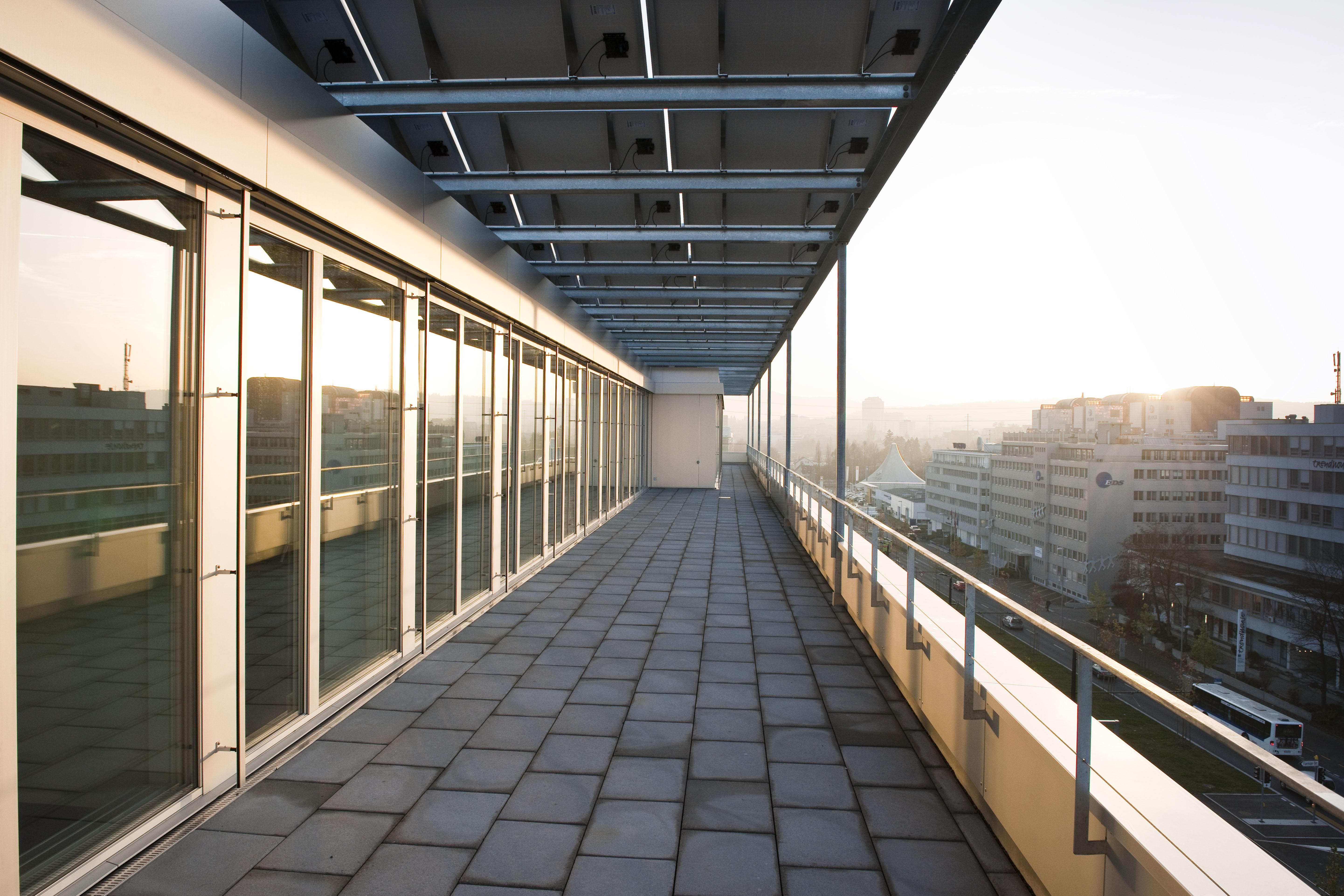 ERNE Holzbau Bürogebäude Portikon Opfikon Holz-Metall-Fenster Systemtüren Pfosten-Riegel-Fassade